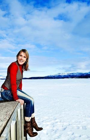 Deckarförfattaren Åsa Larsson har skrivit sin femte bok om kammaråklagare Rebecka Martinsson i Kiruna.