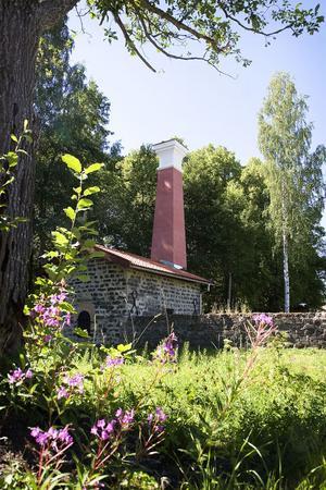Gnisterhuset är en rest från den gamla järntillverkningen.