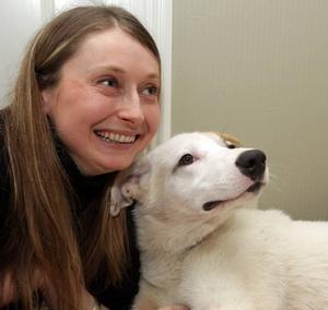 Valeria Svensson jobbar för en hårdare djurlagstiftning i Ryssland. I dag är det tillexempel inte olagligt att slå en hund i uppfostringssyfte eller kasta ut ett djur på gatan. Det är också tillåtet att använda skadade eller undernärda levande djur för att träna sina jakthundar i närkamp.