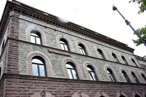 Gamla sparbankshuset. Ovanligt flott med ett hus helt i sten på sin tid. Stilen är snodd från 1400-talets Florens.
