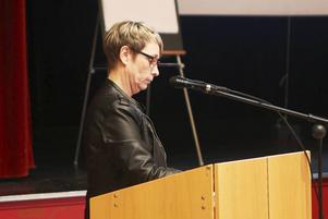 En sammanbiten Anna-Lena Andersson (S), valnämndens ordförande och tf ordförande i Härjedalens arbetarkommun meddelar att S och V bryter samarbetet med Vox Humana.