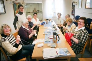 I Jättendal stickades det i påskveckan. Anita Johansson, Kerstin Larsson, Inger Enros, Karin Lundin, Britt-Marie Johansson, Karin Norman, Lena Bjelmehag, Anna Andersson och Yvonne Kardell träffades och trivdes.