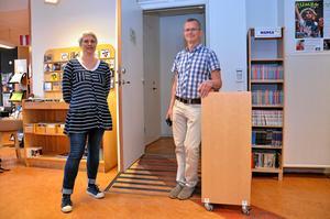 Framtida konsthall och kulturhus? Karin Adolfsson och Lars Skoghäll från kultur- och bildningsförvaltningen kan tänka sig att ta över Lebos lokaler och skapa en konsthall i biblioteket.