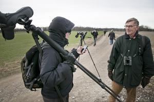 """""""Se upp i Sverige, nu kommer den"""", så löd förvarningen från Finland, där fågeln var i måndags. Till höger, Michael Tydén."""