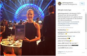 Adina Augustsson med diplomet på Idrottsgalan.