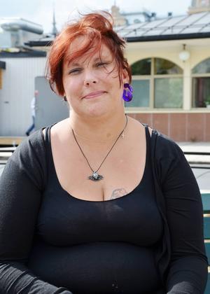 Anna Maria Gisslén, 40, städare, Sundsvall   – Det skulle nog vara bra, men samtidigt finns det så mycket annat att lägga pengar på.