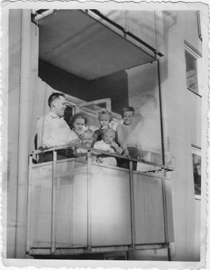 Vår familj bodde först på Drottninggatan 36A men flyttade sedan till Humlegatan 14C i Västerås, berättar Margot Frants. Bilden är tagen 1954.