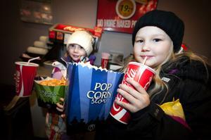 Systrarna Denisia (sju år) och Ofelija Vuori (nio år) var tillsammans med mamma Kajsa på Biopalatset i Borlänge för andra dagen i rad. Den här gången för att se barntillåtna