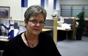 Lena Brunzell är chef för Försäkringskassans kontrollenhet i Sundsvall. Där jobbar fem handläggare med att utreda anmälningar från myndigheten och privatpersoner om misstänkt fusk.