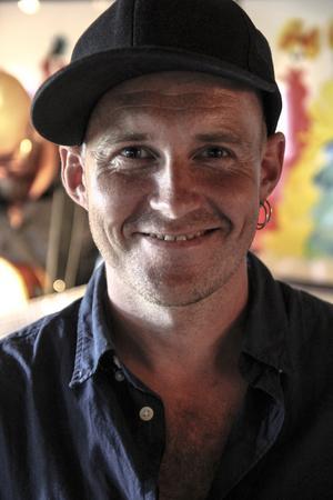 Riksspelmannen Görgen Antonsson som i år blev tilldelad Olof Högberg-plaketten.
