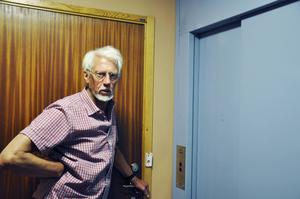 – Det bor många rullstolsburna personer här som är beroende av hissen, säger Göran Winberg.