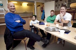 Tränaren Jesper Nyström, knattespelaren Malte Stark, materialförvaltaren Bosse Stark och ordförande Christian Stark berättar hur det gick till när klubben bildades.