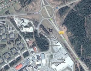 """Här syns """"smitvägen"""" tydligare mellan Stuguvägen och Hagvägen via betongstationen som är det vita fältet i vänstra övre hörnet."""