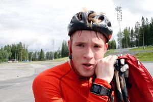 – Det här är ingen kindergarten direkt, konstaterar Sebastian Samuelsson när han nu som 18-åring tränar tufft med A-landslaget under Wolfgang Pichlers ledning.