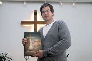Vi la stor vikt vid att inte bara komma till det heliga landet som turister. Vi ville gärna möta landets människor, samtala och fira gudstjänst med olika församlingar, säger Henrik Engholm.