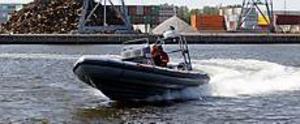 Foto: LASSE HALVARSSONSnabb hjälp. I måndags fick räddningstjänsten sin nya båt. På bara några minuter kan räddningstjänsten undsätta folk i sjönöd eller släcka mindre bränder på öarna i skärgården.