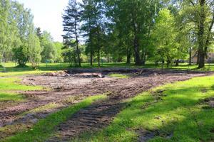 Här är platsen där Lilla Vall tidigare låg. Byggnaden var förfallen och gick inte att rädda, enligt Ulf Borbos. Det nya huset kommer att bli en kopia av