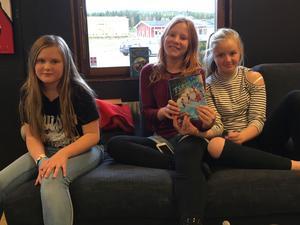 Bokfika på Drömkåken. Från vänster Felicia Björnfot, Tilda Pihl och Ida Nyström.