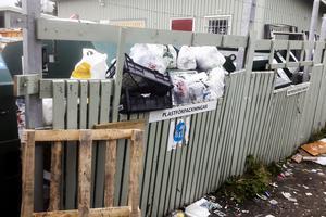 Mikael Mattsson tog en bild vid sitt senaste besök på återvinningsstationen i Bydalen. Nu har nedskräpningen gått för långt, menar han.