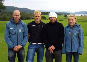 Utvecklingsgruppens förbundskapten Niclas Grön, Jens Eriksson, Gabriel Hjertstedt och Lisa Larsen trivdes tillsammans på golfbanan i Ljusnedal.