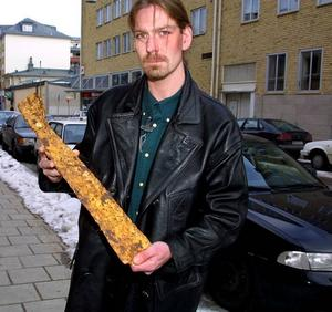 Jonny Skogsberg får pris av kommunen.