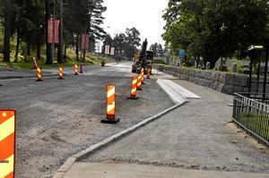 Ny bussangörning. På Röforsvägen håller Trafikverket på att bygga två nya busshållplatser. Foto: Tove Svensson