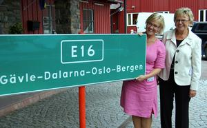 Sveriges infrastrukturminister Åsa Torstensson och Norges samfärdselminister Magnhild Meltveit Kleppa räknar med ett beslut i FN om E16 redan i höst och att de första gröna skyltarna kanske kan komma upp till nyår. Foto:Anders Mojanis