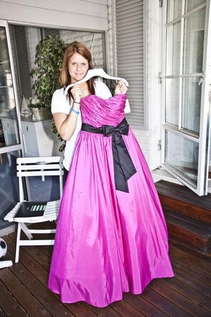 Äntligen! I kväll får Madelene Carlsson ta på sig sin bal-klänning för att gå på avslutningsbal på Färna herrgård.foto: peter jaslin