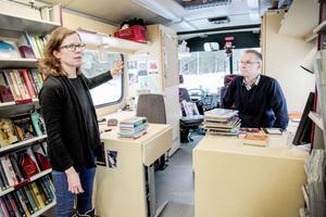 Johanna Vestfält och Hans Hedman ser fram emot att få jobba i en modern bokbuss.