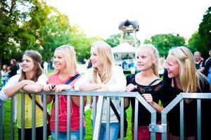 Hudiktjejerna Melinda Parsmark, Alicia Nygren, Caroline Lindberg, Madelene Gustavsson och Ella Eriksson ville se Oskar Gyllenhammar.
