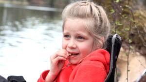 Sjuåriga Julia Carlsson, Västerås, hade kex med sig...