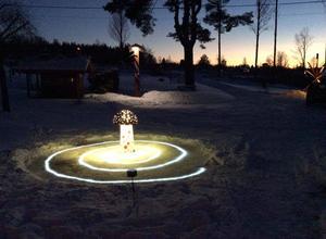En av Leifs ljuskreationer i natten.