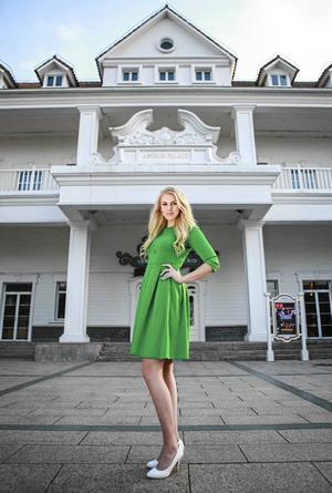 Under tävlingen i Kina gjorde Sofie Vest och de andra deltagarna olika modelljobb hos sponsorerna.   Foto: Miss Tourism queen of the year international