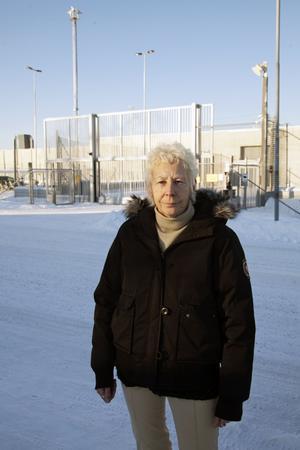 FOTO: STIG-GÖRAN NILSSONJane Engman jobbade som kriminalvårdare i Norrtälje under 21 år. - Hosta, andningsbesvär och lunginflammationer var vanliga bland personalen, säger hon. Förra året upptäcktes att Jane hade mögelsvampar i ena lungan.