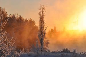 Skickar in två av mina favoriter, dessa är tagna vid Krokomsviken vid -18 grader. Vatteånga och solnedgång ger en speciell känsla i bilden, skriver Karin Andersson