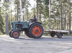 Roger Sundfors kom puttrade på en grön Bolinder-Munktell från 1952.