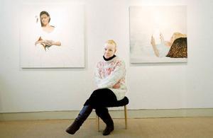 Möten med människor.  För Angelica Kristenson Aurelius är det viktigt med  en nära relation till dem hon målar av.Foto: Henrik Flygare