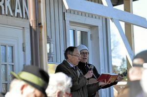 Gemensam symbol. Korset är en gemensam symbol för alla kyrkorna berättar Torwald Bergström, vid Elimkyrkan där vandringen startar.