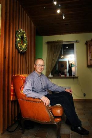 Äntligen hemma! Jan-Henrik Sandberg myser hemma i ett par veckors helgledighet. Arbetsveckorna rusar i väg med långa dagar i Stockholm och resor runt om i landet och utomlands.