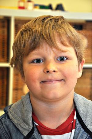 Egon Porjebäck, 6 år, förskoleklassen:– Det ska bli kul. I går längtade jag till jag skulle börja.