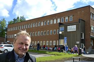 Ovanpå kvarteret där Sidsjö vårdcentral finns kan man bygga på två våningar och skapa ett särskilt boende, menar Hans Bark.  Ett företag på riksplanet vill driva den verksamheten, säger han.