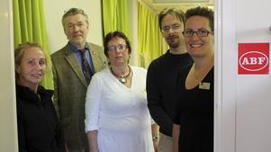 ABF:s verksamhetslokal i Rimbo har återinvigts. På bilden fv Bodil Löthman, Peter Ustrup, Margareta Lundgren, Markus Folkesson och Kristin Liljefrid.