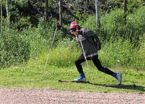Bengt Larsson som norsk investerare gör en hisnande entré på rullskidor.