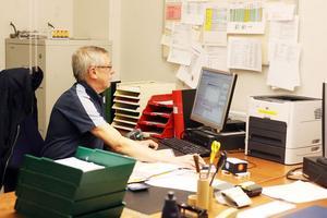 Har du bytt adress nyligen? Då kan du ha seglat upp på Börje Engströms skärm. Han har koll på adressaterna.