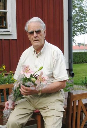 KRITISK. Lars-Einar Abrahamsson ifrågasätter trafikkulturen bland långtradarchaufförerna. I januari mötte han två sladdande släp på väg 56 i Främlingshem. Brödlasten på den andra slog sönder hans ben.