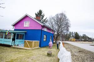 Catherine Högman Ramos misstänker att det finns många som retar sig på husets färgsättning.