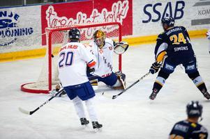 Mikael Simons spelade en avgörande betydelse när Borlänge gick ifrån till 5–0 i början av andra perioden.