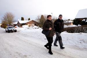 Bor på Vildvinsvägen. Ritva och Göte Isaksson är på väg att hämta sin bil, som de parkerat en bit utanför det avspärrande området där de bor. De behövde dock inte evakuera i lördags.