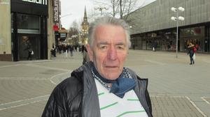 Haldo Näsström, 76, pensionär, Viksängen:–Vi äter gott i sommarstugan och hoppas att barnbarnen är med. Jag tycker det är viktigt att se till att ungdomen kommer med i firandet så att det blir en fest.