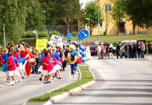 Under fredagen var det karnevalsstämning i Strömsund. Över 200 elever deltog i karnevalen.
